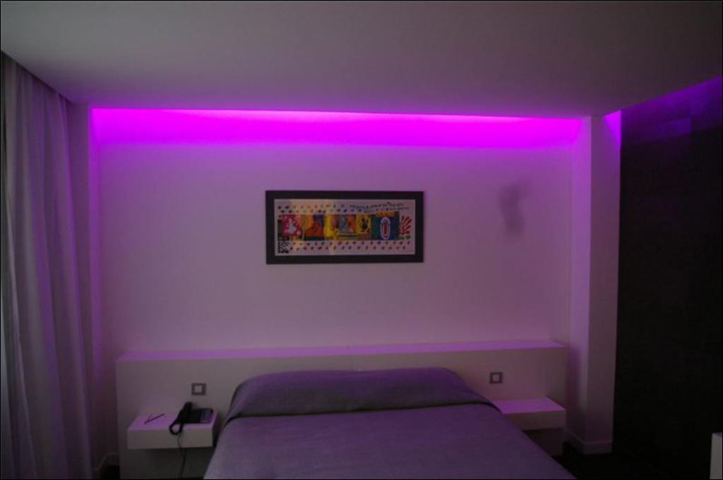 Eclairage Chambre Plafond ~ Idées Créatives de Conception De Maison ...